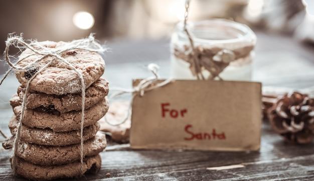 Latte e biscotti per babbo natale Foto Gratuite