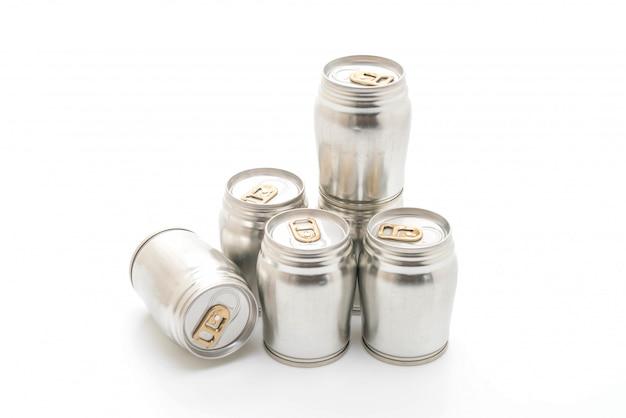 Lattina di alluminio su sfondo bianco Foto Premium