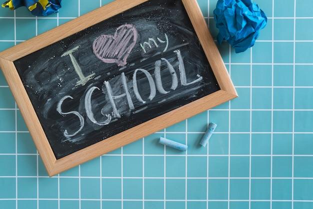 Lavagna con scritta amo la mia scuola Foto Gratuite