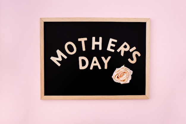 Lavagna con testo di festa della mamma Foto Gratuite