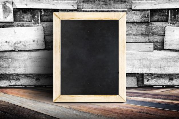 Pareti Di Lavagna : Età lavagna menù verde appeso sulla parete di legno foto royalty