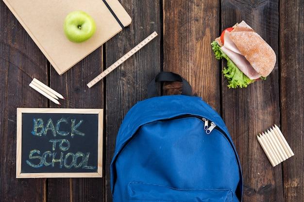 Lavagna, sandwich e materiale scolastico Foto Gratuite