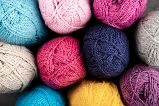 Lay piatto di filato di lana colorata Foto Gratuite