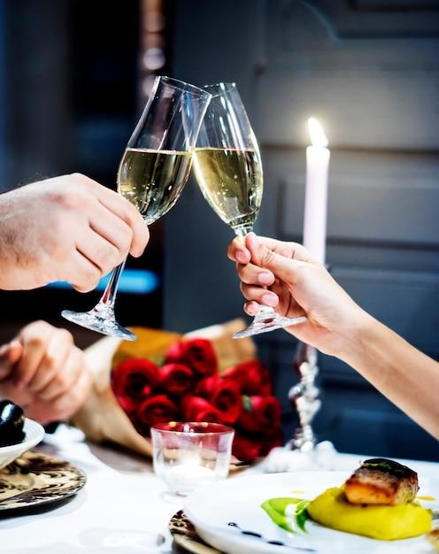 Le coppie celebrano insieme il san valentino Foto Premium