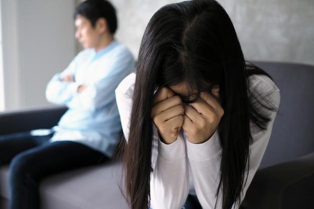 Le coppie sono annoiate, stressate, turbate e irritate dopo aver litigato Foto Premium