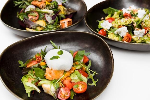 Le insalate sane saporite si chiudono su Foto Gratuite