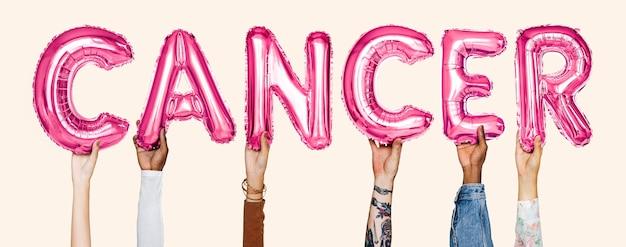 Le mani che mostrano i palloni del cancro esprimono Foto Gratuite