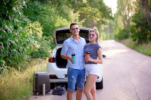 Le migliori amiche viaggiano insieme e prendono in giro Foto Premium