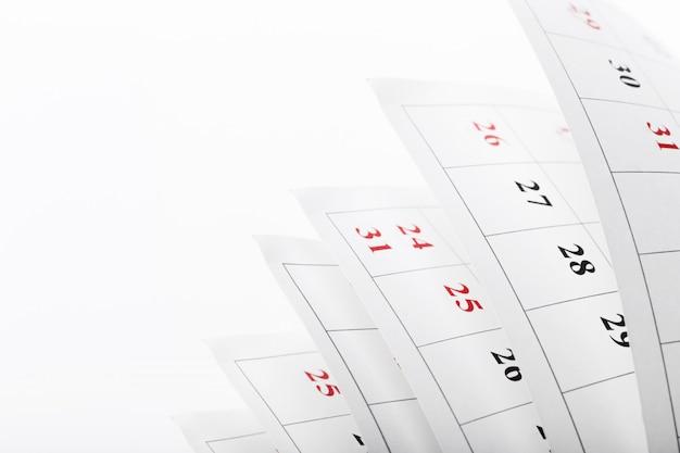 Le pagine del calendario si chiudono sul concetto di tempo di affari Foto Premium