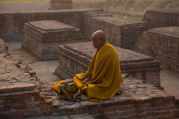 Le persone a bodhgaya e bodh gaya sono un sito religioso del buddismo Foto Premium