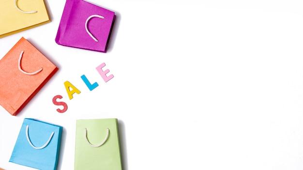 Le vendite con il concetto di sacchi di carta Foto Gratuite