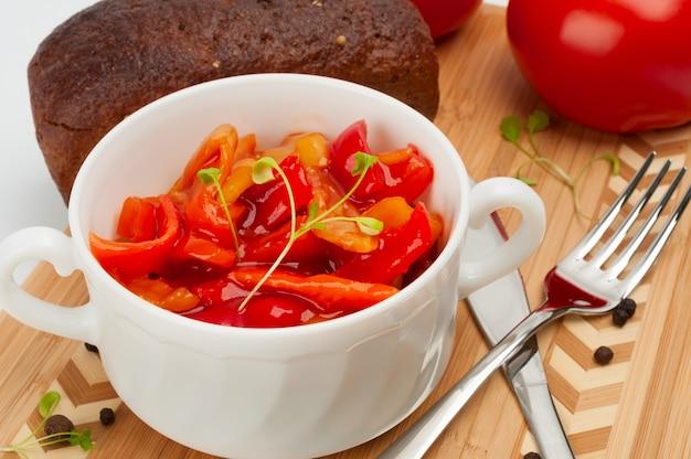 Lecho che è uno stufato di verdure denso ungherese Foto Premium