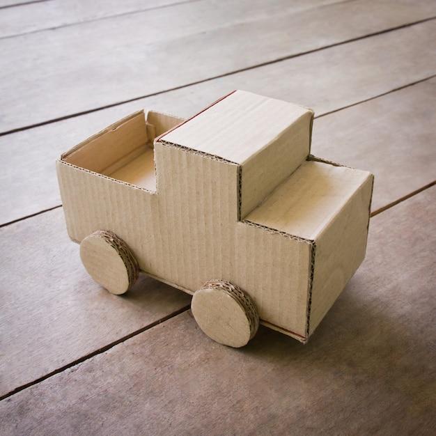 Legno sopra bambino ruota scatola Foto Gratuite