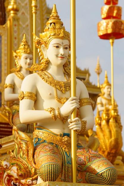 Letteratura di arte thailandese o storia di himmapan a merciful sanam luang nella città di bangkok, thailandia) Foto Premium