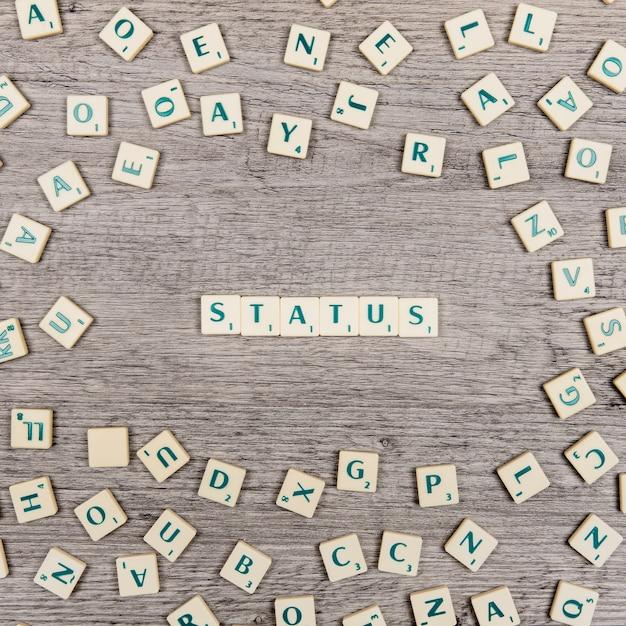Lettere che costituiscono lo stato di parola Foto Gratuite