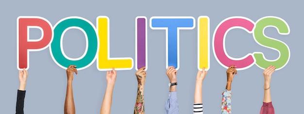 Lettere colorate che formano la parola politica Foto Gratuite