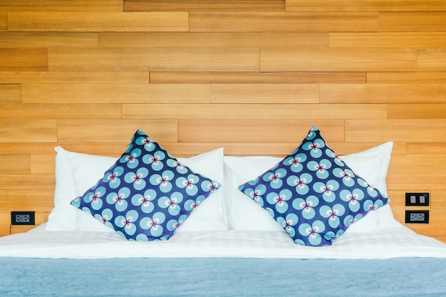 Letto cuscino residenziali arredamento assestamento for Arredamento gratis