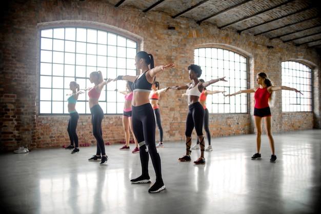Lezione di fitness per donne Foto Premium