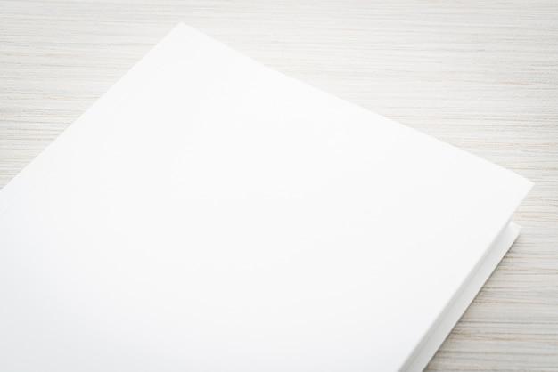 Libro bianco vuoto mock up Foto Gratuite