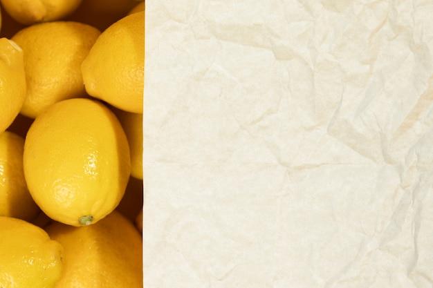 Limoni crudi del primo piano con lo spazio della copia Foto Gratuite