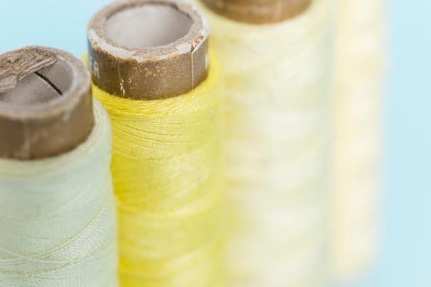 Linea di reali filo giallo Foto Gratuite