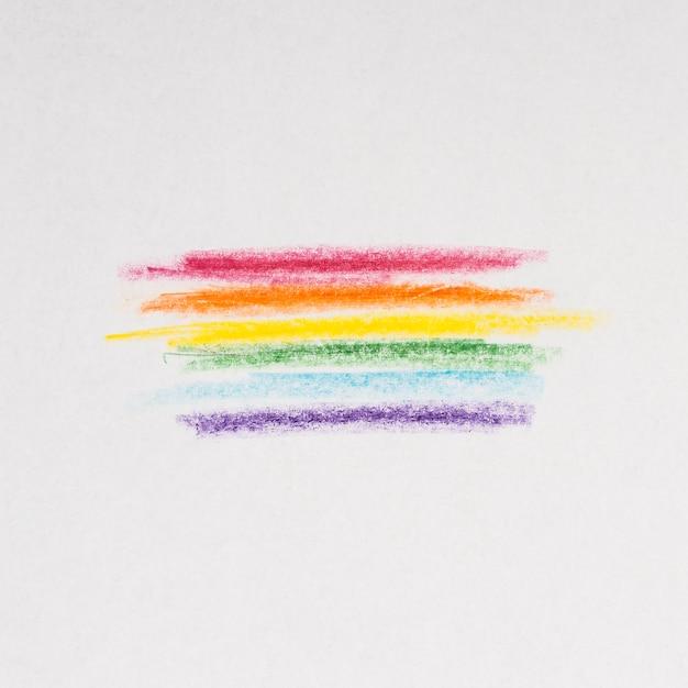 Linee di arcobaleno disegno con matite su sfondo grigio Foto Gratuite