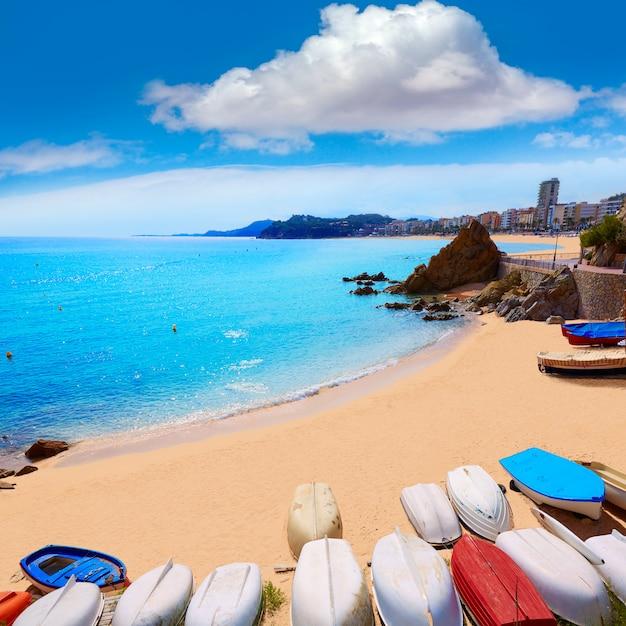Lloret de mar spiaggia di sa caleta in costa brava Foto Premium