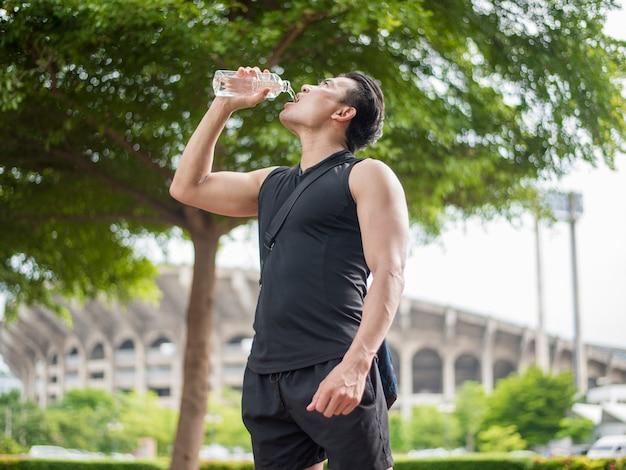 Lo sport uomo è acqua potabile Foto Premium