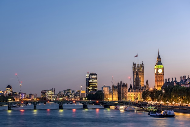 London city skyline di notte, regno unito, Foto Premium
