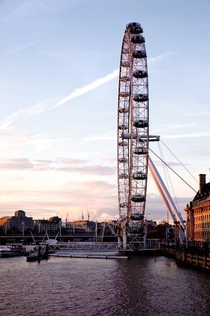 London eye dal ponte di westminster Foto Premium
