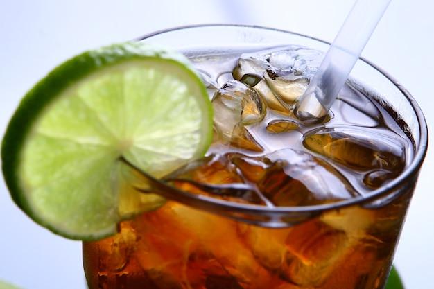Long island cocktail con cool vodka cola drink Foto Gratuite