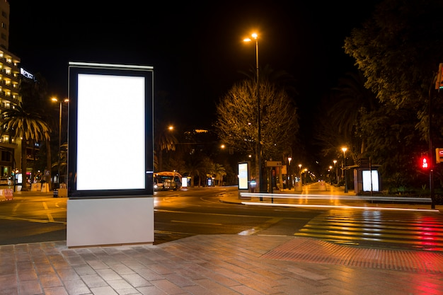 Luci della città di notte Foto Gratuite