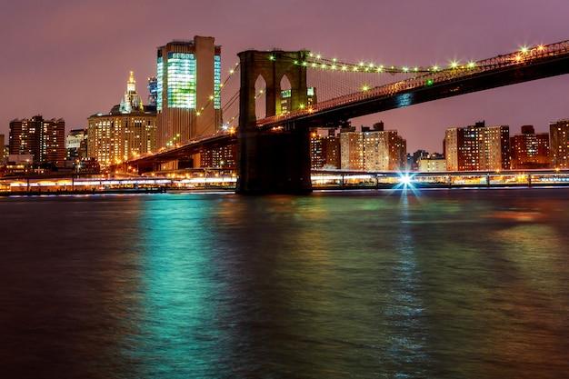 Luci sul ponte di brooklyn a new york city, stati uniti d'america Foto Premium