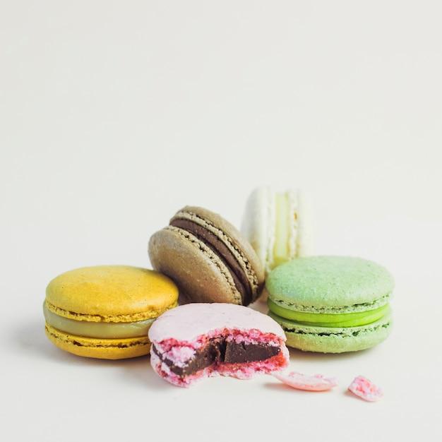 Macaron impilati color pastello Foto Gratuite