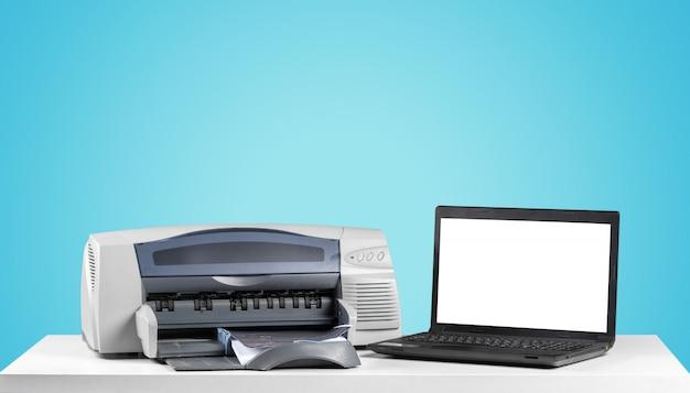 Macchina copiatrice stampante su uno sfondo colorato luminoso Foto Premium