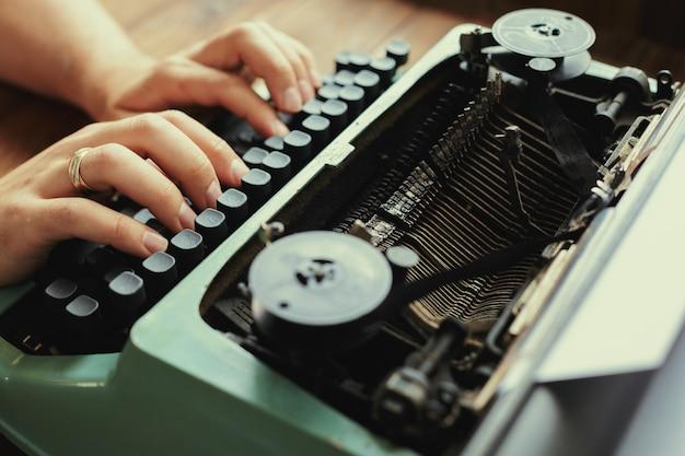 Macchina da scrivere antica Foto Premium