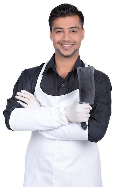 Macellaio bello che sorride e che tiene coltello. Foto Premium