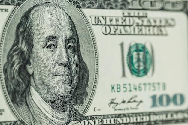 Macro da vicino del volto di ben franklin sugli stati uniti 100 dollari Foto Premium