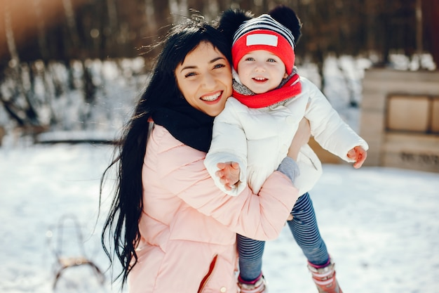 Madre con figlia piccola Foto Gratuite