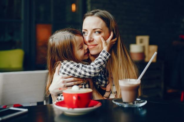 Madre con figlia Foto Gratuite