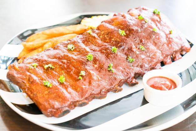 Maiale barbecue alla griglia con salsa dolce Foto Gratuite