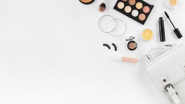 Make up prodotti con copia-spazio Foto Gratuite