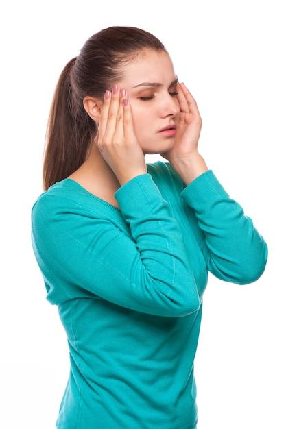 Mal di testa. donna che ha mal di testa. malato. influenza Foto Premium