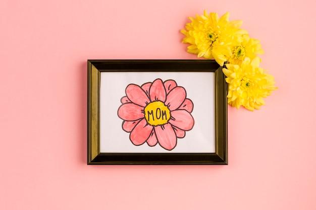 Mamma titolo sul dipinto in cornice con boccioli di fiori Foto Gratuite