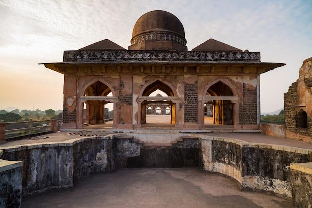 Mandu india, rovine afghane del regno islam Foto Premium