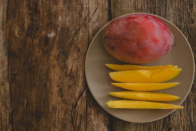 Mango sul tavolo Foto Gratuite