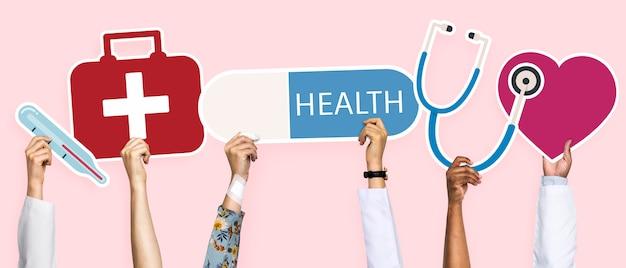 Mani che tengono clipart delle icone di sanità Foto Premium