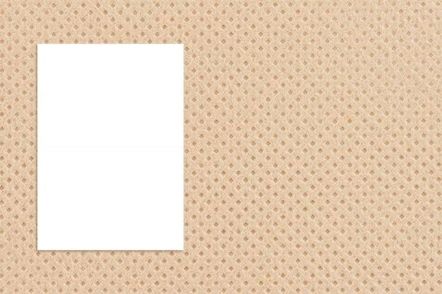Manifesto del documento in bianco che appende sulla parete di carta di struttura. Foto Premium