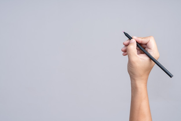 Mano che tiene la matita di colore Foto Premium