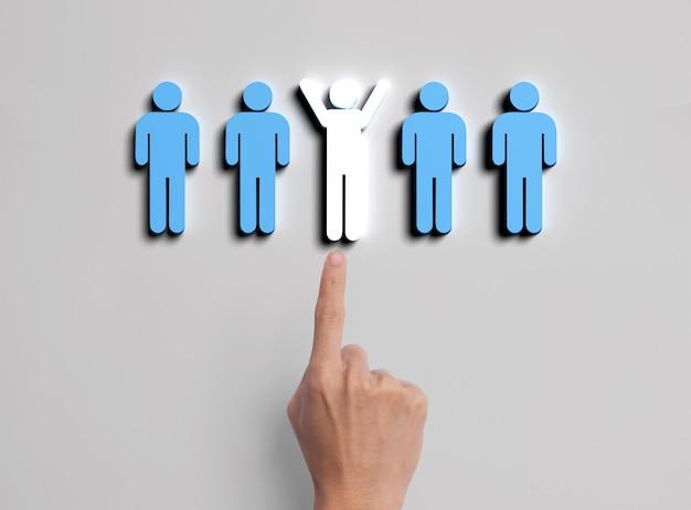 Mano di affari selezionare l'icona della gente. risorse umane e concetto di gestione delle assunzioni. Foto Premium